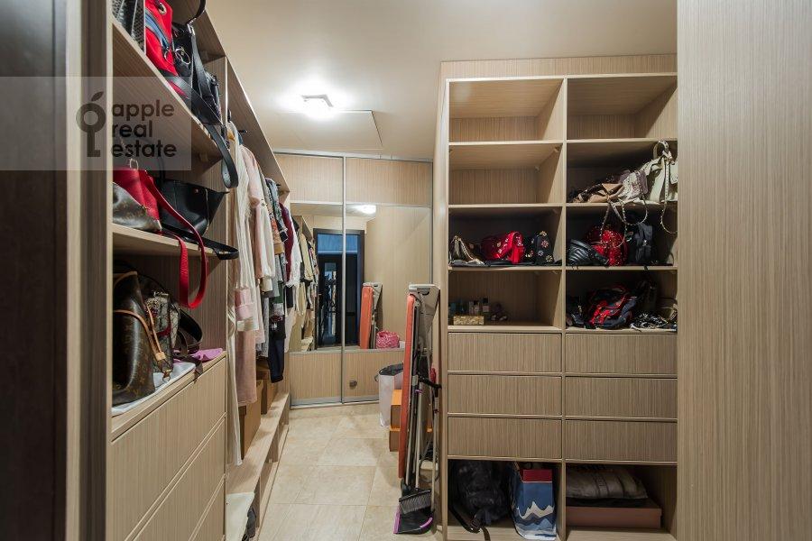 Walk-in closet / Laundry room / Storage room of the 4-room apartment at Leningradskoe shosse 37k1
