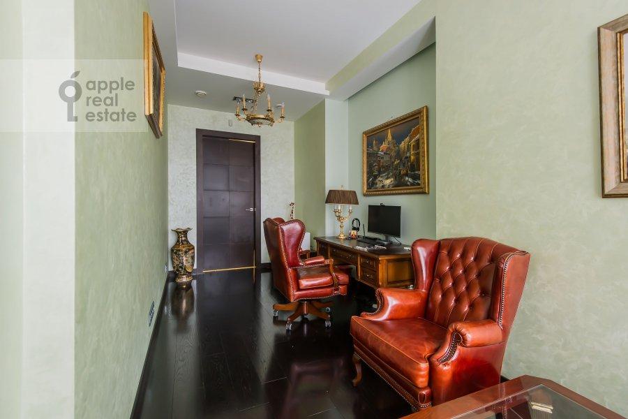 Children's room / Cabinet of the 4-room apartment at Leningradskoe shosse 37k1