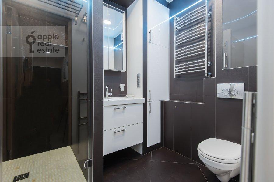 Bathroom of the 3-room apartment at Sergiya Radonezhskogo 12k1