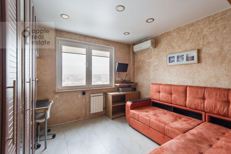 Children's room / Cabinet of the 3-room apartment at Sergiya Radonezhskogo 12k1
