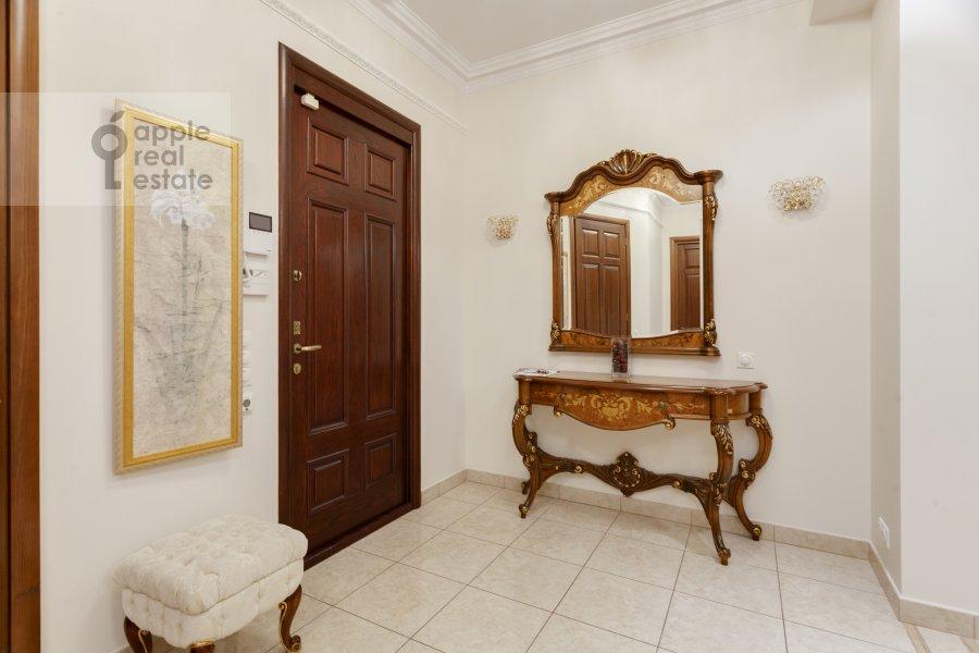 Коридор в 5-комнатной квартире по адресу Рублевское шоссе 11к2