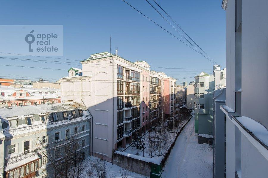 Вид из окна в 6-комнатной квартире по адресу Последний переулок 21