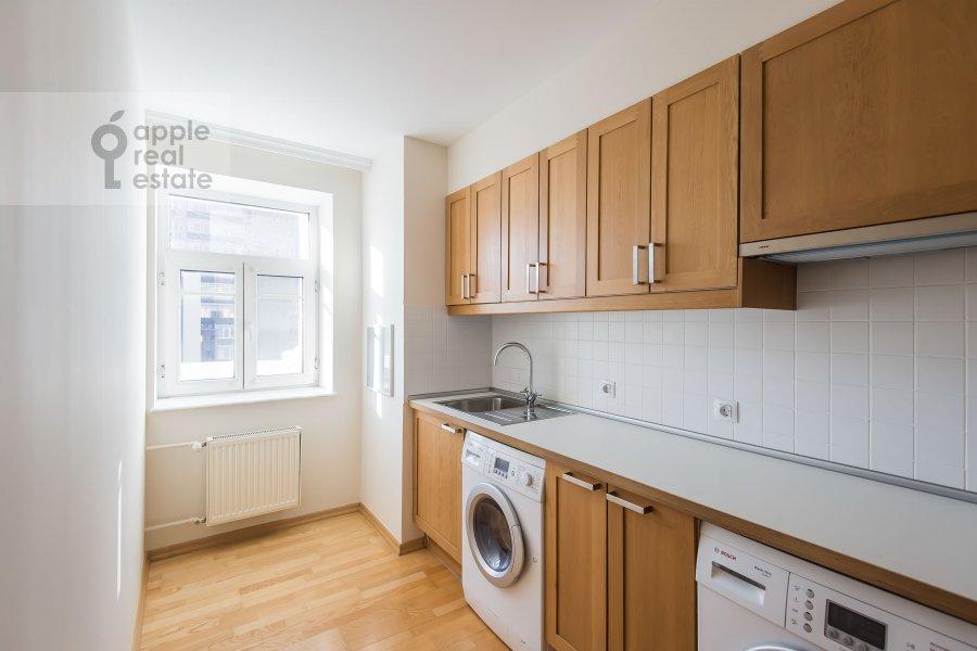 Кухня в 6-комнатной квартире по адресу Последний переулок 21