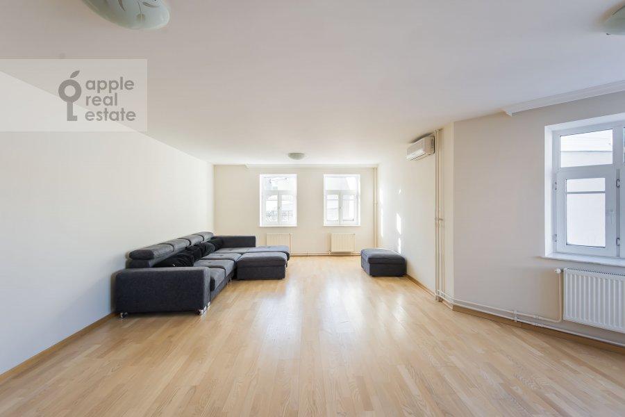 Гостиная в 6-комнатной квартире по адресу Последний переулок 21
