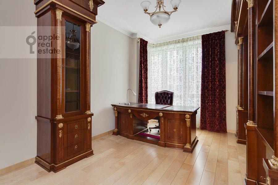 Children's room / Cabinet of the 5-room apartment at Mosfil'movskaya ulitsa 70k7