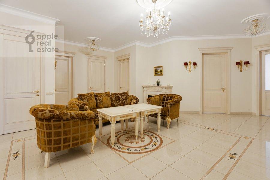 Living room of the 5-room apartment at Mosfil'movskaya ulitsa 70k7