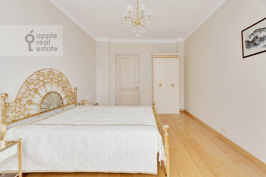 Bedroom of the 5-room apartment at Mosfil'movskaya ulitsa 70k7