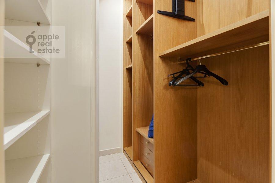 Walk-in closet / Laundry room / Storage room of the 5-room apartment at Mosfil'movskaya ulitsa 70k7