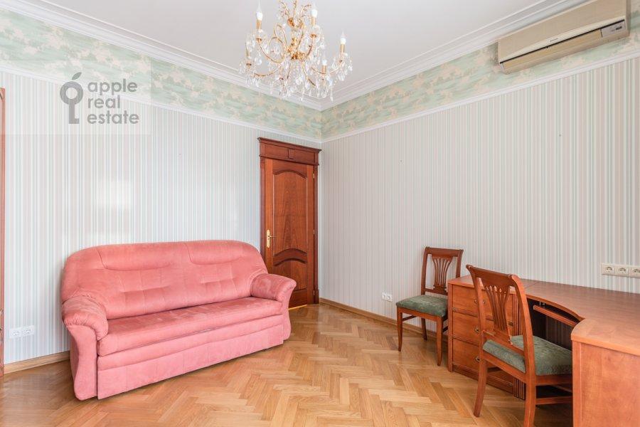 Детская комната / Кабинет в 3-комнатной квартире по адресу Старослободская улица 3