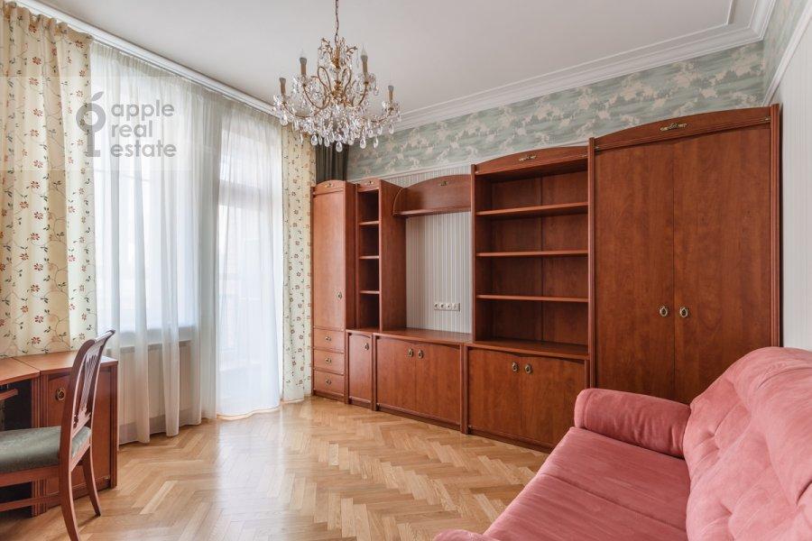Children's room / Cabinet of the 3-room apartment at Staroslobodskaya ulitsa 3