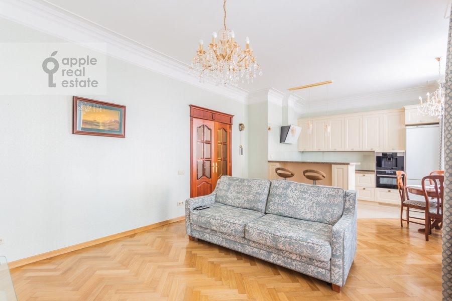Гостиная в 3-комнатной квартире по адресу Старослободская улица 3