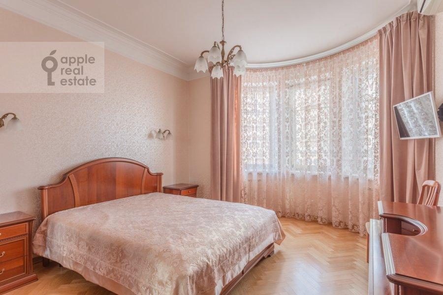 Bedroom of the 3-room apartment at Staroslobodskaya ulitsa 3