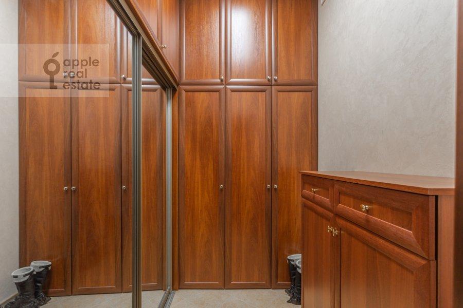 Гардеробная комната / Постирочная комната / Кладовая комната в 3-комнатной квартире по адресу Старослободская улица 3