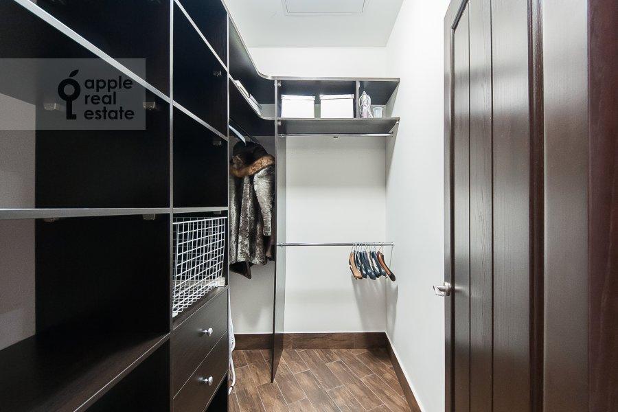 Гардеробная комната / Постирочная комната / Кладовая комната в 4-комнатной квартире по адресу Крылатские Холмы 33к1