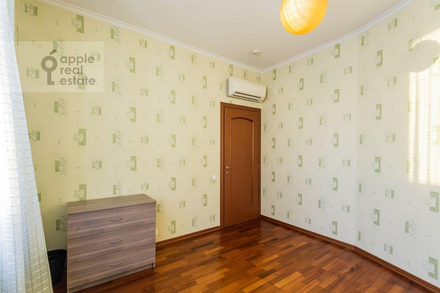 Children's room / Cabinet of the 3-room apartment at Koshtoyantsa 20K2