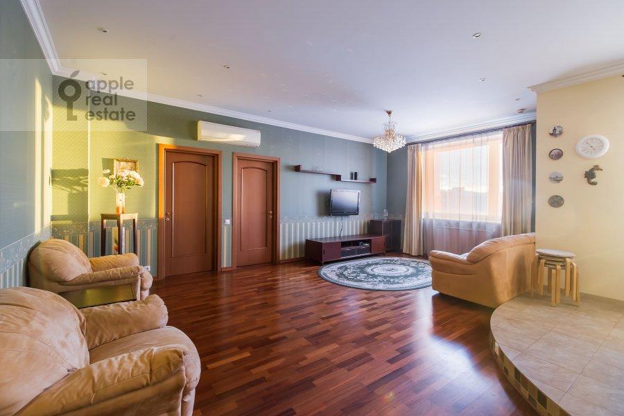 Living room of the 3-room apartment at Koshtoyantsa 20K2