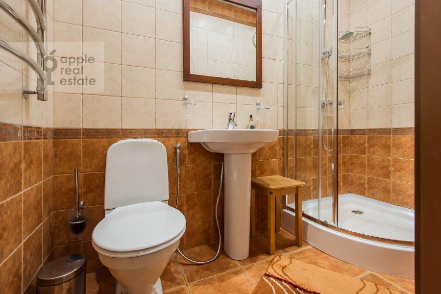 Bathroom of the 3-room apartment at Koshtoyantsa 20K2
