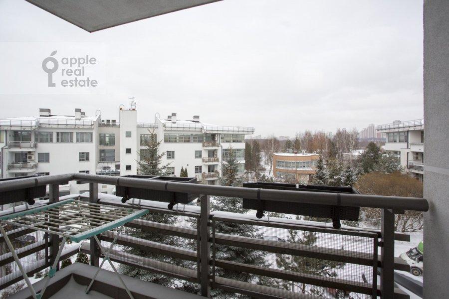 Балкон / Терраса / Лоджия в 4-комнатной квартире по адресу Островной проезд 8