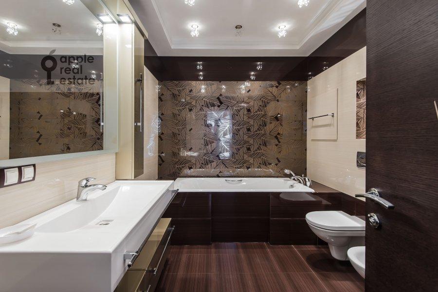 Bathroom of the 3-room apartment at Bol'shaya Yakimanka 50