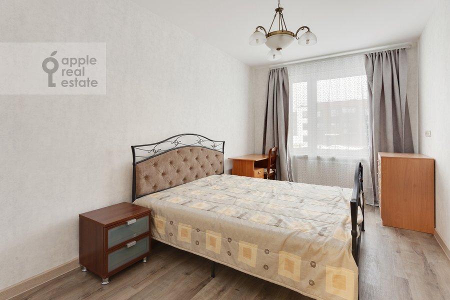 Спальня в 3-комнатной квартире по адресу Конюхова 9