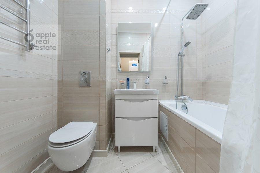 Bathroom of the 3-room apartment at ulitsa Dobrolyubova 29/16