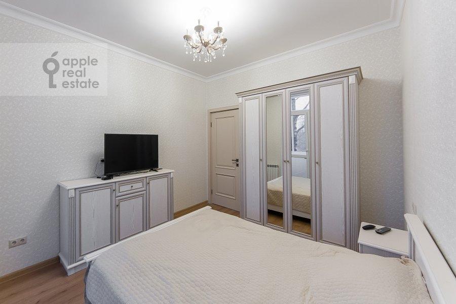Спальня в 3-комнатной квартире по адресу улица Добролюбова 29/16