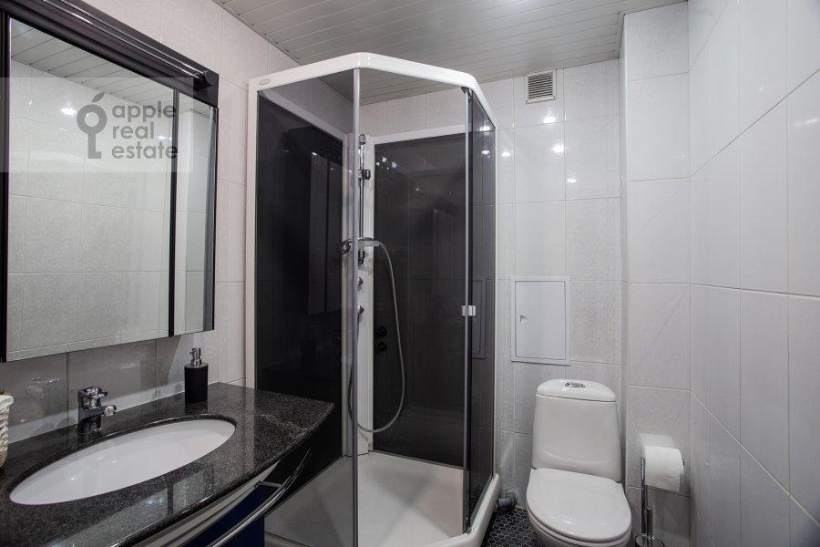Bathroom of the 5-room apartment at Trubnaya ulitsa 22/1