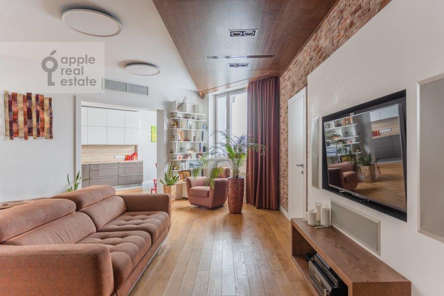 Гостиная в 4-комнатной квартире по адресу Ярцевская улица 32