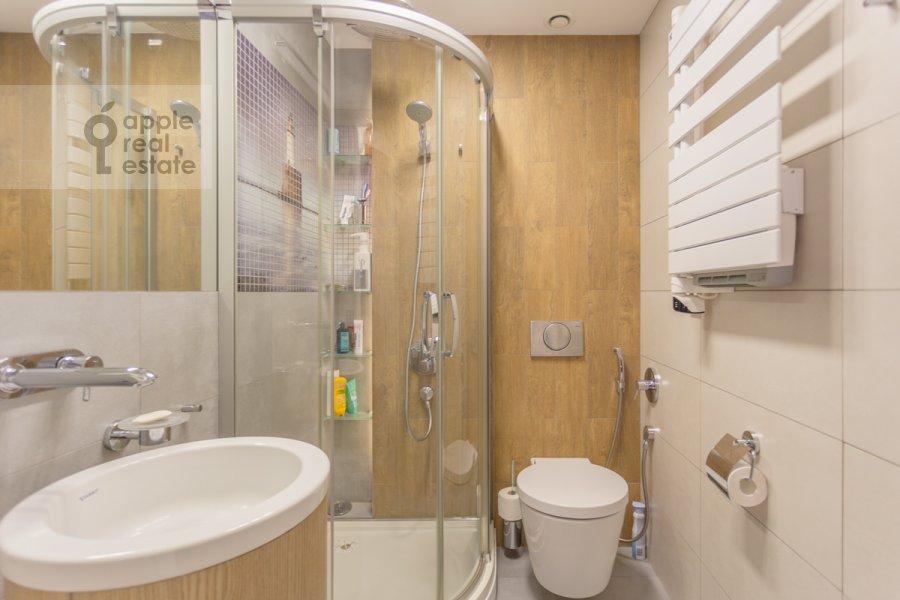 Санузел в 4-комнатной квартире по адресу Ярцевская улица 32