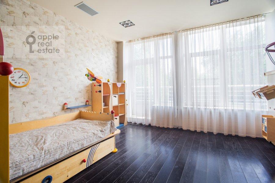 Спальня в 6-комнатной квартире по адресу Островной проезд 6