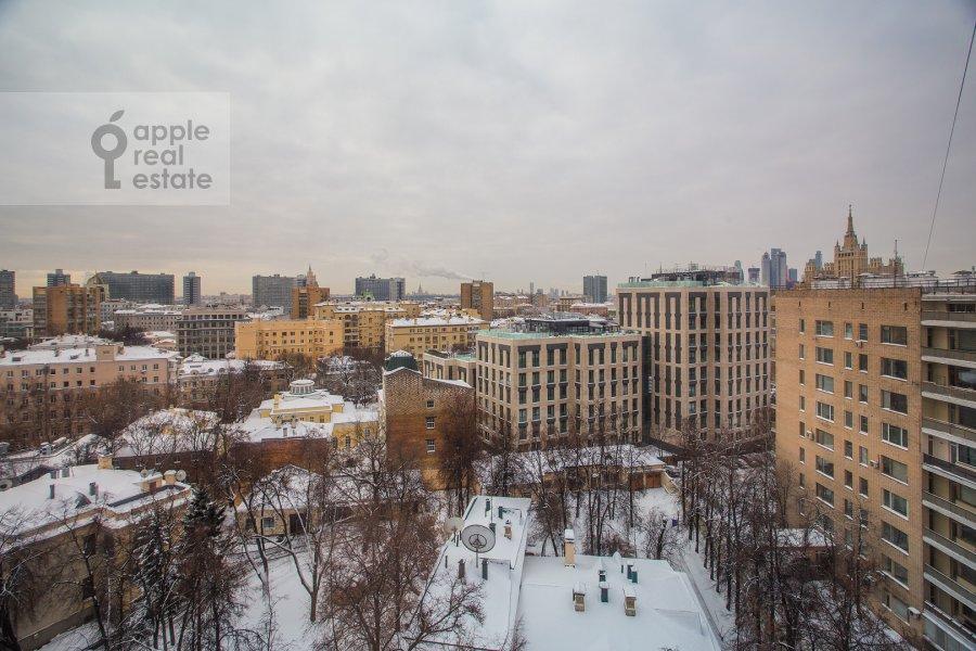 Вид из окна в 4-комнатной квартире по адресу Спиридоновка 18