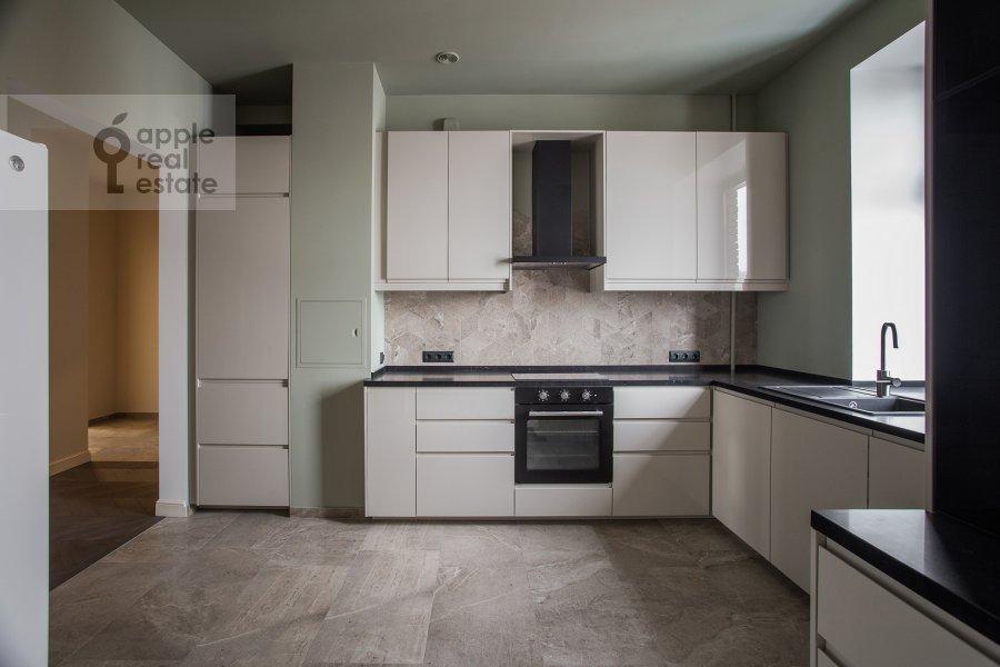 Кухня в 4-комнатной квартире по адресу Спиридоновка 18