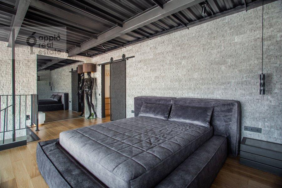 Bedroom of the studio apartment at 2-y Paveletskiy proezd 5S1