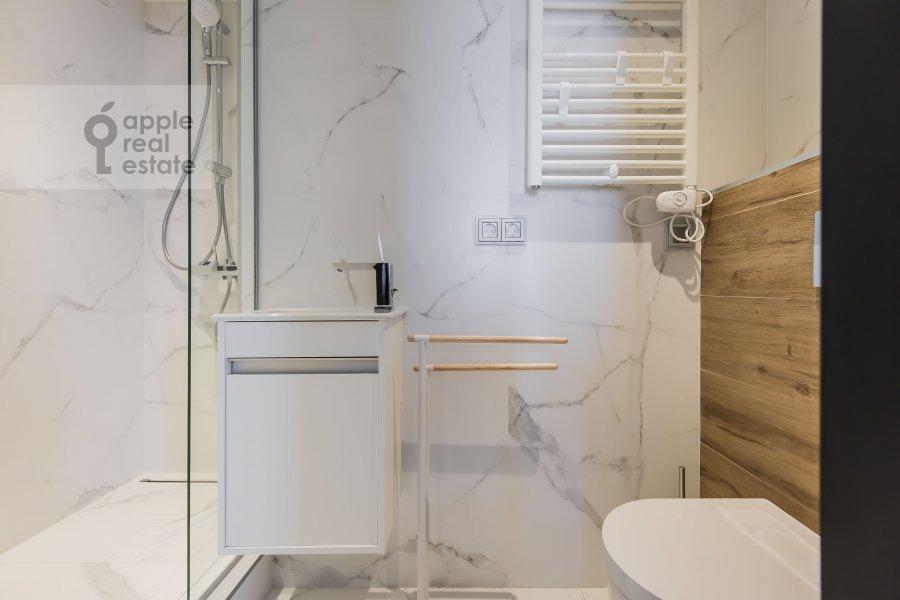 Bathroom of the 2-room apartment at Novyy Arbat ul 15