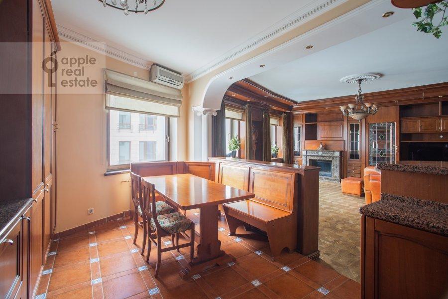 Кухня в 4-комнатной квартире по адресу Курсовой переулок 6/1
