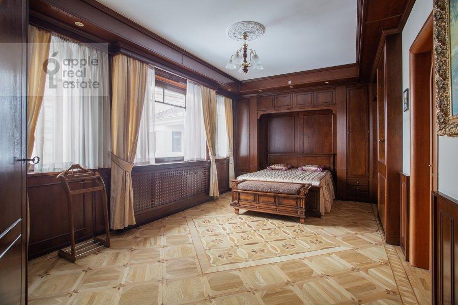 Спальня в 4-комнатной квартире по адресу Курсовой переулок 6/1
