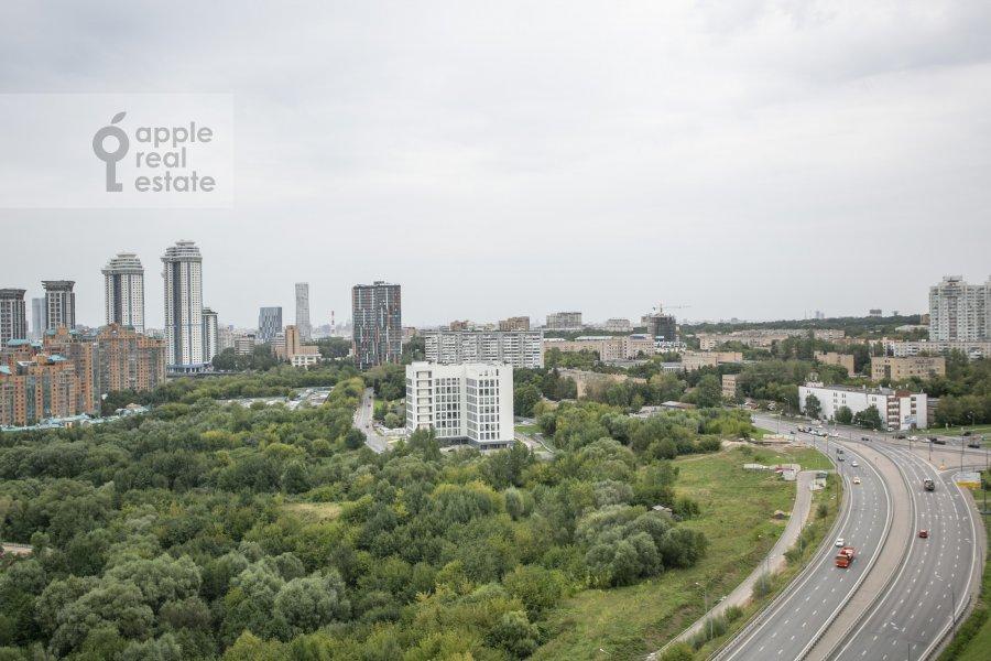 Вид из окна в 2-комнатной квартире по адресу Мосфильмовская улица 88к7