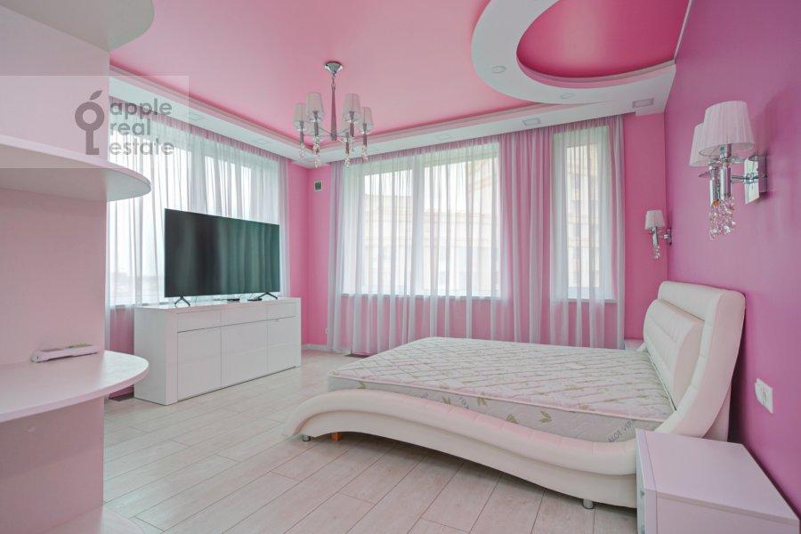 Спальня в 2-комнатной квартире по адресу Мосфильмовская улица 88к7