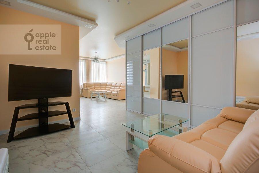 Гостиная в 2-комнатной квартире по адресу Мосфильмовская улица 88к7