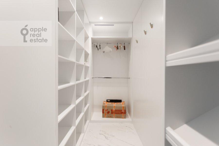 Гардеробная комната / Постирочная комната / Кладовая комната в 3-комнатной квартире по адресу Большая Садовая улица 5к1
