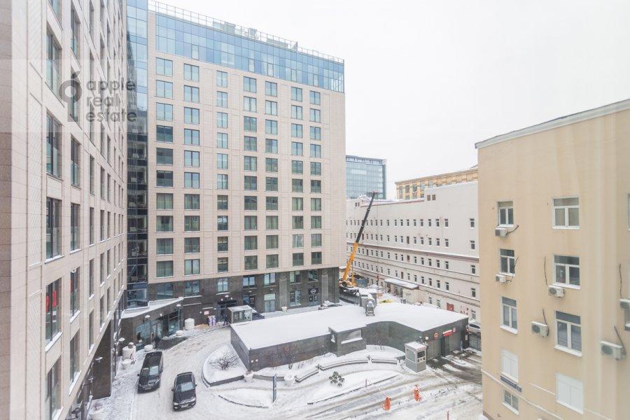 Вид из окна в 3-комнатной квартире по адресу Большая Садовая улица 5к1