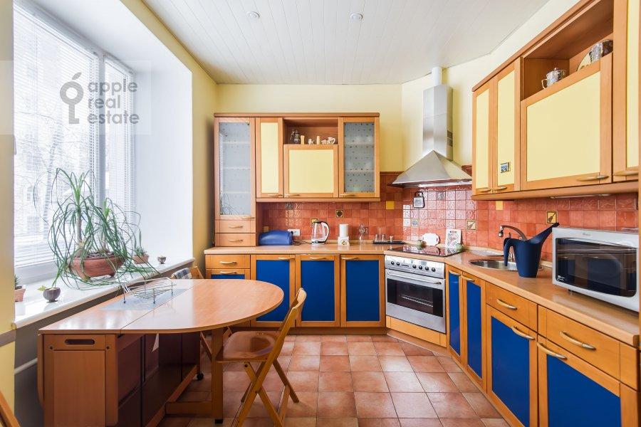 Kitchen of the 3-room apartment at Novopeschanaya ulitsa 25/23