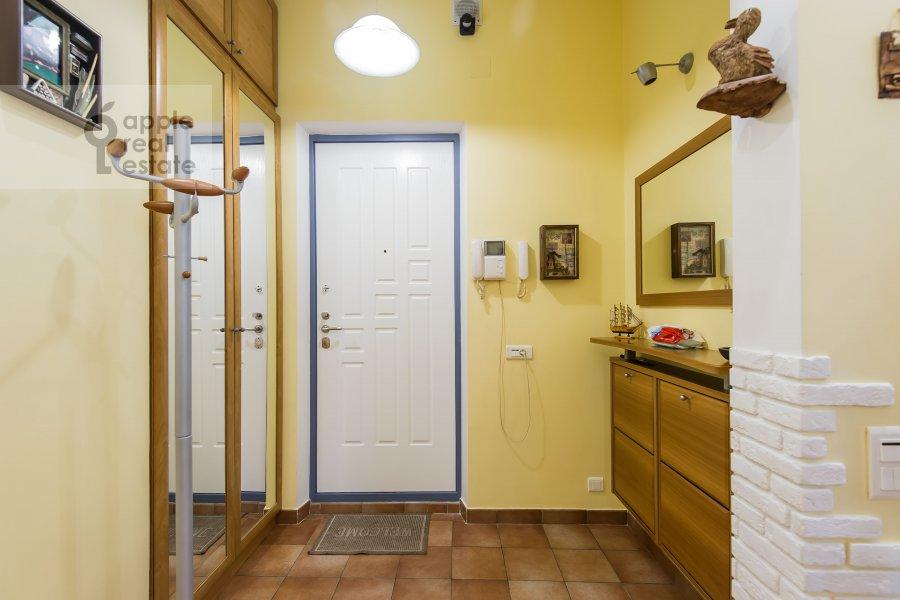 Corridor of the 3-room apartment at Novopeschanaya ulitsa 25/23