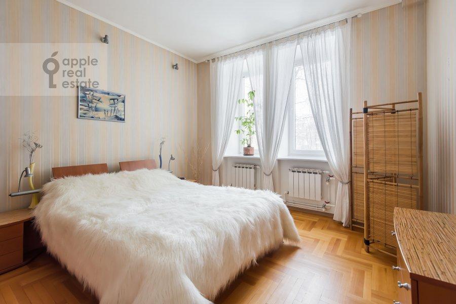 Bedroom of the 3-room apartment at Novopeschanaya ulitsa 25/23
