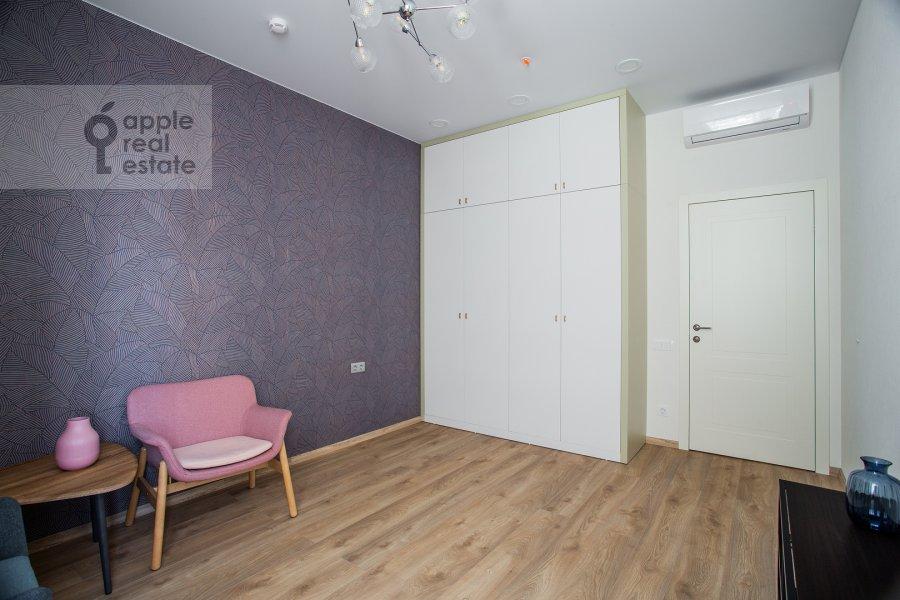 Детская комната / Кабинет в 3-комнатной квартире по адресу Докучаев переулок 2с3