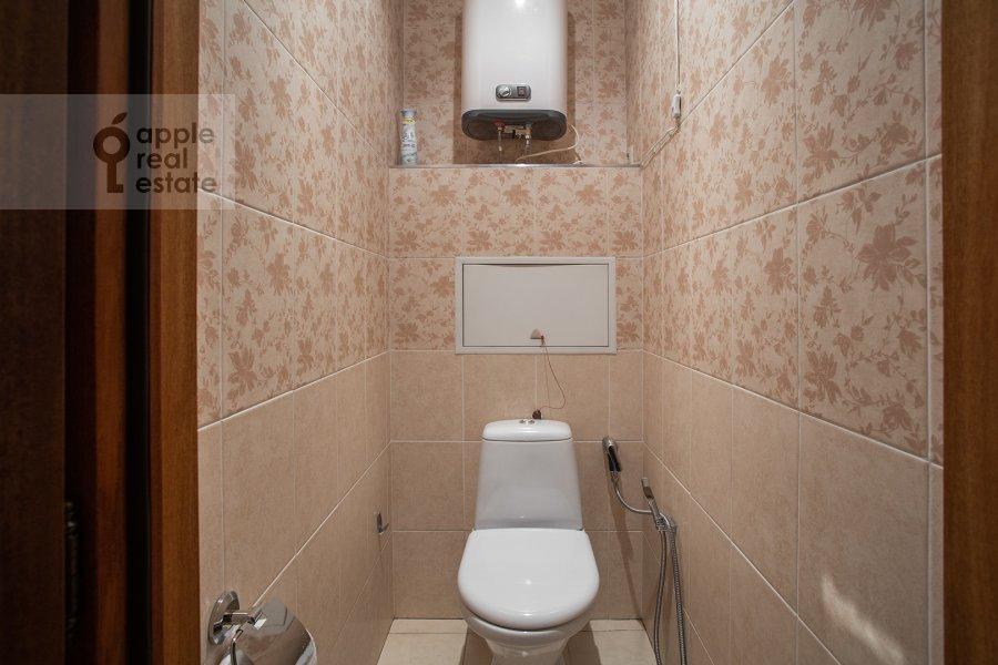 Санузел в 4-комнатной квартире по адресу площадь Победы 1б