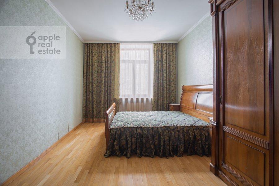 Спальня в 4-комнатной квартире по адресу площадь Победы 1б