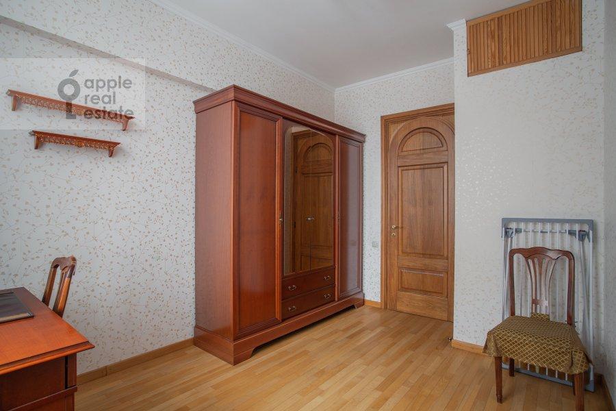 Детская комната / Кабинет в 4-комнатной квартире по адресу площадь Победы 1б