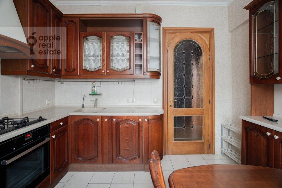 Кухня в 4-комнатной квартире по адресу площадь Победы 1б
