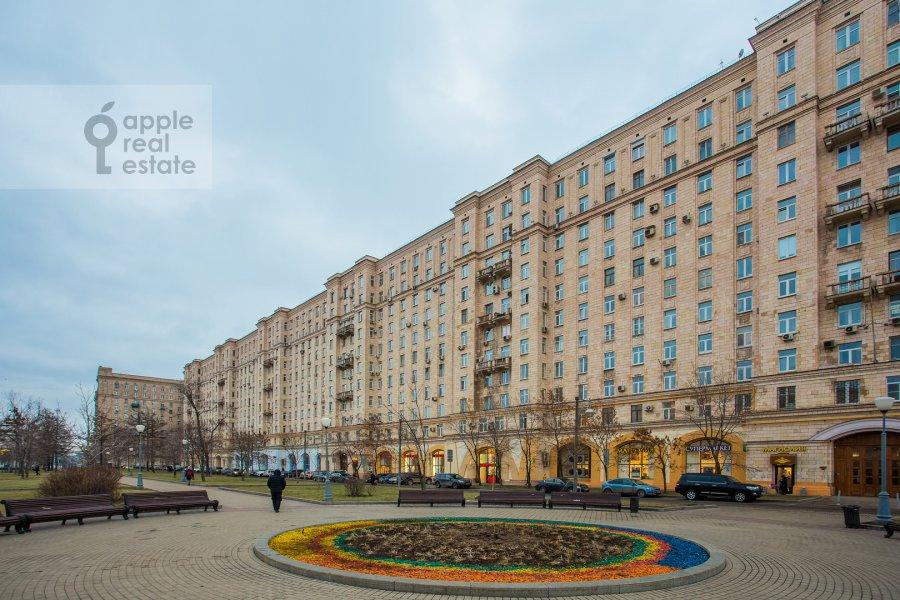 Фото дома 4-комнатной квартиры по адресу площадь Победы 1б